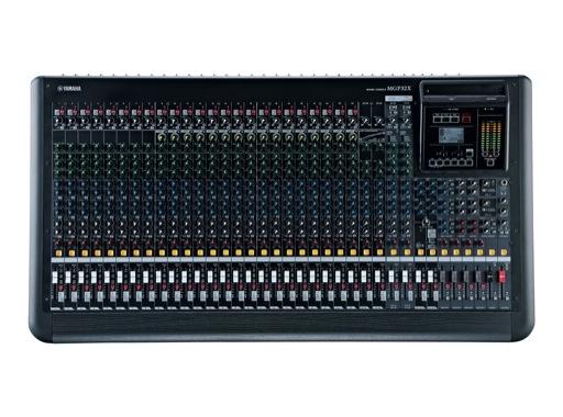 YAMAHA • Console 32 entrées, 24 mic, Line: 24m + 4st, 4 gpes, 6 aux., 2 SPX, USB