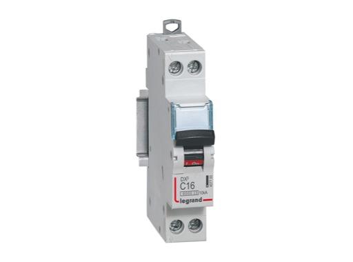 LEGRAND • Disjoncteur,P+N,C16A 6000A